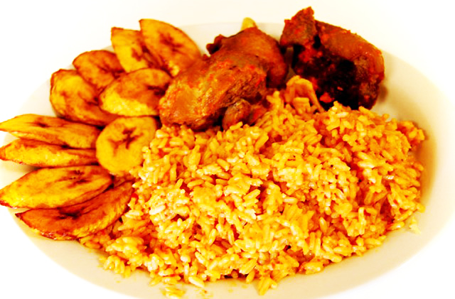 Jollof rice with chicken and plantain
